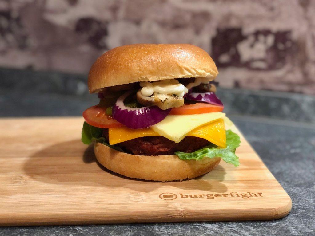 Ergebnis des Tests: Der Beyond Cheeseburger mit Champignons & Mix Pickles